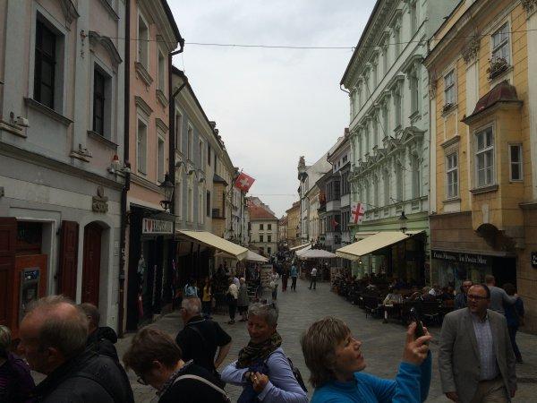 Dimanche 02 Octobre 5eme jour du périple visite de Bratislava et route vers Budapest en Hongrie