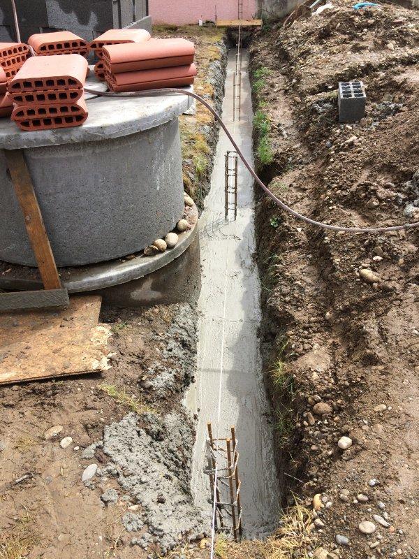 Samedi 25 Mars fondation du mur de clôture entre mon nouveau voisin Bruno et mon terrain
