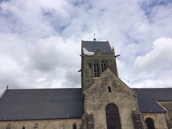 vacances été Jeudi 20 Juillet 2017 Damigny et Sainte mére l'église