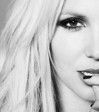 """Britney Spears Pour """"Out"""""""