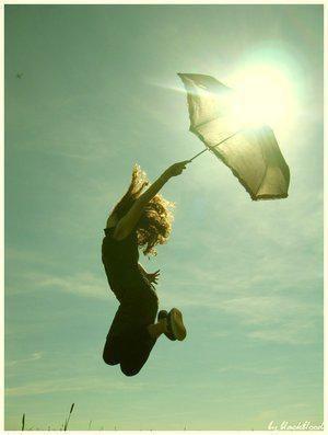 Le 7eme ciel nous tant les bras : envole toii et envole moii, je veux voler un instant de libertée sans même penser