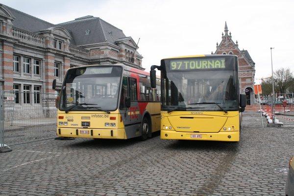 Bus 462113 + 461103.