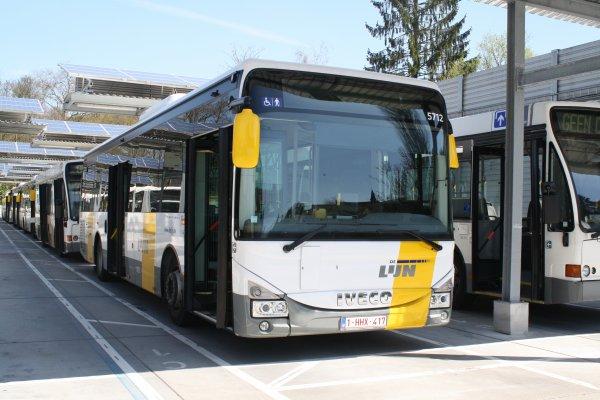 Bus 5712 - 5713.