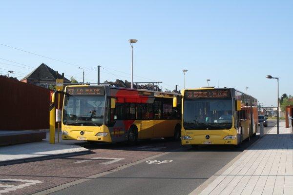 Bus 964152 + 964153.