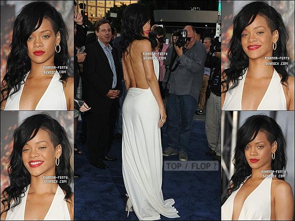 ' 10/05/2012: Rihanna était bien présente à la première du film « Battleship » à Los Angeles. Elle est magnifique !  C'est dans une magnifique robe blanche que notre Rihanna est apparue à la première du film BS ou elle tient un grand rôle. Un beau top, j'adore ! '