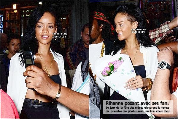 '  13/05/2012: Rihanna passe le jour de la fêtes des mères avec sa maman Monica dans New York. Très beau top !  @Rihanna : Joyeuse fête des mères à toutes les superwomen ! Chaque jour est votre jour. Web: Je trouve ça tellement mignon, Rih est adorable '