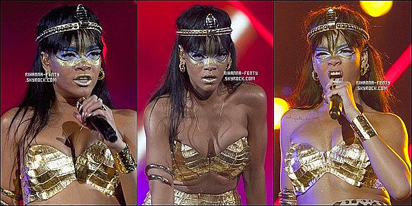 '  14/05/2012: Rihanna Fenty a donné un concert à New York pour l'association « Robin Hood ». Elle est sublime!  Cette association « Robin Hood » vient en aide aux personnes qui sont en difficultés financières dans la ville de NY. Elle ce donne à fond Riri ! '