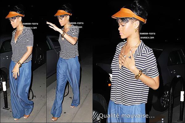 ' 15/05/2012:Notre Rihanna a été aperçue quittant son restaurant favoris à Los Angeles le « Giorgio Baldi ». Veuillez m'excusez pour la mauvaise qualité des images, je mettrais de meilleure photos quand ils y en aura d'autres. '