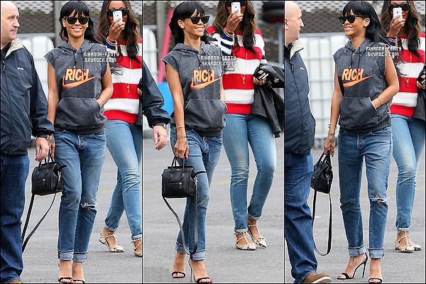 ' 20/05/2012: Rihanna Fenty a été vue sur un héliport londonien pour se rendre à l'O2 Arena. Vraiment sublime !  '