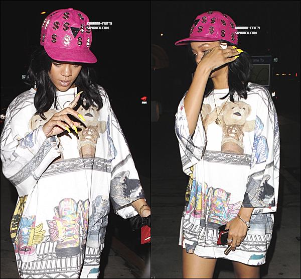 ' 03/06/2012: Notre ravissante Rihanna a été vue arrivant à son restaurant favori, le « Giorgio Baldi ». Bof.  '