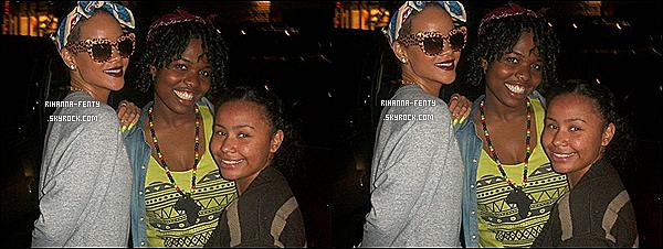 '  06/06/2012 : Rihanna Fenty a été vues dans un parc d'attraction avec sa meilleure amie à Los Angeles.  Découvrez une nouvelle photo de Rihanna avec des fans à New-York. Elle est à NY pour passer un peu de temps avec sa famille. '