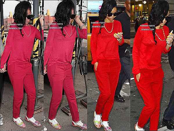 """'  13/06/2012 : Rihanna Fenty et Jennifer, son assistante, à été vues arrivant au restaurant « Da Silvano ». Flop ! Voici des panneaux publicitaires de Rihanna pour ses parfums """" Reb'l Fleur  et """" Rebelle """" en plein affiche sur Times Square à New-Yor. T'aime ? '"""