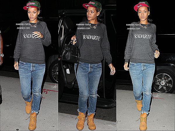 17.06.2012 : La belle Rihanna Fenty à était aperçu quittant son hôtel à New-York .  Rihanna Fenty est parti rendre visite à sa grand mère à l'hôpital, avant de se rendre à l'aéroport pour une destination encore inconnue.
