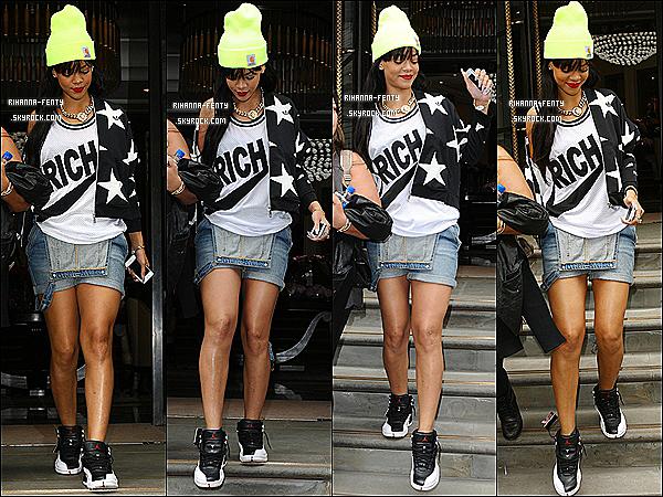 ' 23/06/2012 : Rihanna à été vues quittant son hôtel avec son assistance et sa meilleure amie. Un petit top !  '