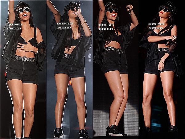 '  23/06/2012 : La chanteuse Rihanna Fenty à fait une apparition lors du show de Jay-Z au festival Hackney.  Jay-Z et la belle Rihanna Fenty les deux chanteurs ont interprété « Run This Town ». Tu en pense quoi de leur l'interprétation ? votre avis ? '