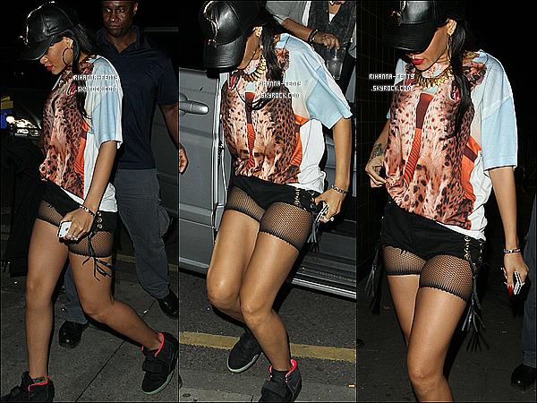 '  24/06/2012 : Notre jolie Rihanna et sa meilleure amie on été aperçue quittant leurs hôtel à Londres. Flop.  '