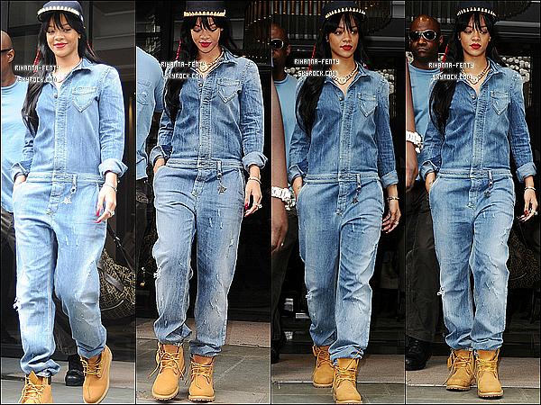 26.06.2012 : La Belle Rihanna Fenty à été aperçue quittant son hôtel londonien.