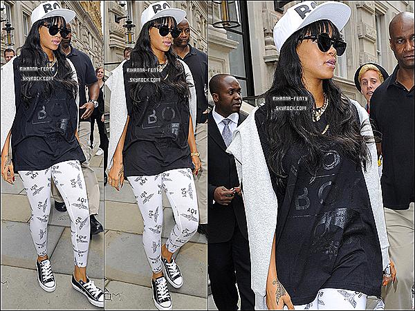 03.07.2012 : Rihanna quittant son hôtel pour s'envolée le jour même à la Barbarde .