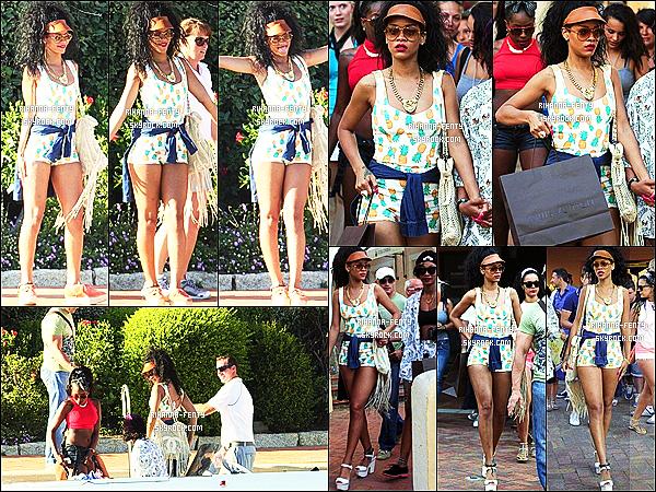 17.07.12 : Rihanna à été vue en train de faire du shopping à Porto Cervo en Sardaigne.