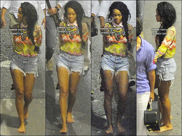 18.07.2012 : Miss Rihanna à été aperçue quittant une boite de nuit à Capri en Italie. Puis toujours le 18.07 : Rihanna Fenty s'éclate avec son assistance sur un yacht à Capri en Italie.
