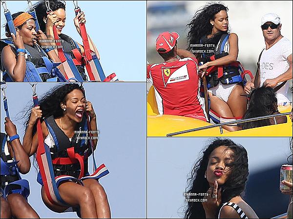 26.07.2012 : Rihanna Fenty à été aperçue se relaxant comme toujours sur son yacht.