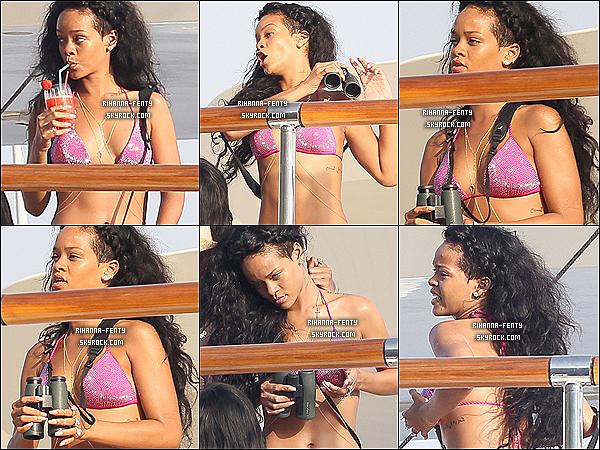 27.07.12 : Rihanna à été vue encore une fois sur son yacht à St Jean de Luz (France).
