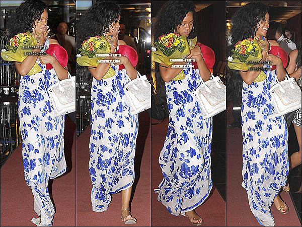 29.07.2012 : Rihanna à été vue arrivant à l'aéroport de Nice pour partir à la Barbade.Riri est nominée 11 fois aux Vidéo Music Awards 2012 vous pouvez votez pour elle en cliquant Ici.