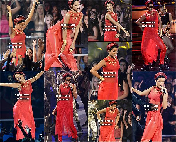 Ce 06.09.2012 : Rihanna plus belle que jamais présente à la cérémonie des MTV Vidéo Music Awards. Rihanna Fenty alors qu'elle foulait le tapis rouge des MTV Video Music Awards vêtue d'une robe Adam Selman et quelques accessoires de Neil Lane et Jacqui Aiche.Et voici quelques photos de la performance de Rihanna,grace à tout nos vote Rihanna est repartie avec un des trophées les plus convoités celui de Vidéo de l'année pour son clip We found love. Redécouvrez le discours de Rihanna Ici + Performance ici
