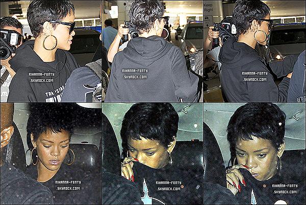 10/09/2012 :  Rihanna Fenty à été aperçue quittant son hôtel pour se rendre à l'aéroport de Londres.
