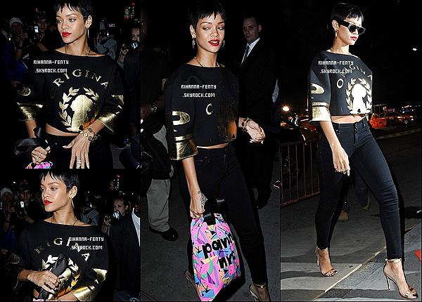 30/09/2012 : La belle Rihanna Fenty à été aperçue à l'aéroport de L.A pour direction New York.  Plus dans la journée Rihanna à été aperçue arrivant à son hôtel à New York. puis ce 01/10/2012 : Rihanna Fenty se promène dans les rues de New York. ensuite dans la soirée elle à été vue se rendant au restaurant Emilio's Ballato et enfin elle à été aperçue quittant le restaurant puis à posé avec quelque fan.