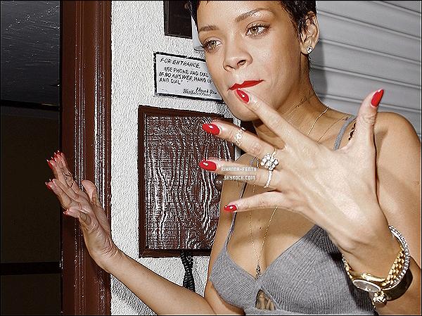 14.10.2012 : La chanteuse Rihanna à été aperçue arrivant à un studio d'enregistrement à Los Angeles