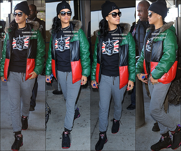20 NOVEMBRE 2012 ▬ Rihanna F. à été aperçue à l'aéroprt « JFK » à New York puis arrive à son hôtel. R. Rihanna Fenty est arrivée hier à New York pour donner le dernier Showcase de sa tournée « 777 ».
