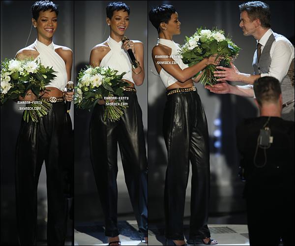 Rihanna a participé à l'émission allemande « Wetten, Dass.. ? » pour faire la promo de son nouvel album Rihanna F. a interpréter son nouveau titre « Diamonds » et puis elle à donner une courte interview Ici ....