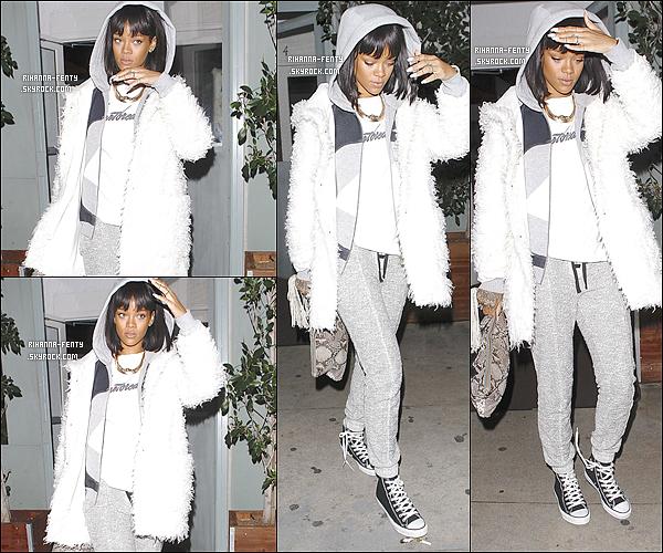 10/02/14:  : La Rihanna a été aperçue quittant l'un de ses restaurants favoris le  « Giorgio Baldi   » hier à  Los Angeles.  Et je suis étonnamment surprise & déçue de la tenue de Rihanna qui est assez sportive, j'aimerais savoir également vos avis à tous.