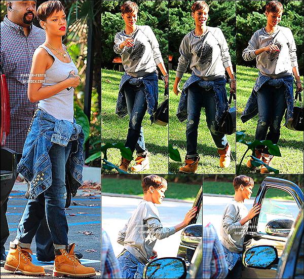 28 JANVIER 2013 - Robyn Rihanna Fenty à été photographiée hier matin dans les rues de Los Angeles.. 28 JANVIER 2013 -  Rihanna Fenty à été aperçue hier quittant un rendez-vous avec Jay-Z à Los Angeles..  28 JANVIER 2013 - Le même jour R Rihanna Fenty à été aperçue à l'aéroport de « LAX »  à Los Angeles..