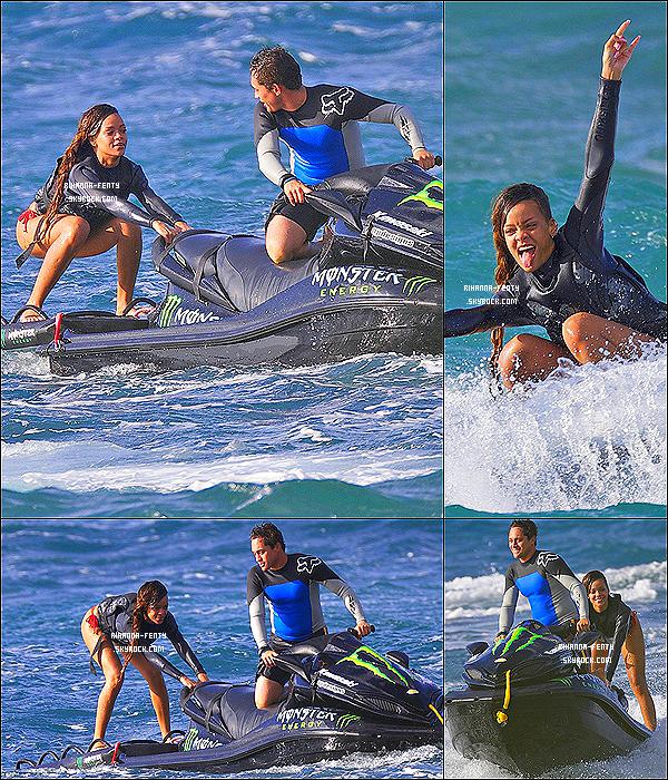 CE 20/02/2013 - Rihanna Fenty à été photographiée en pleine séance d'expérimentation en Jet Ski à Hawaï.Aux Etats-Unis,Le Billboard Hot 100  a classé les artistes ayant le plus de titres,Rihanna obtient la 9ème position. Bravo Riri...