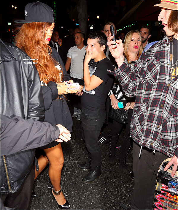 26 Février 2013 : Rihanna et Melissa ont été vue hier soir arrivant au club « Supperclub » à Los Angeles. Rihanna vient de venir l'artiste la plus vue sur la plateforme de vidéo en ligne. « Stay »lui a permis de rattraper les 12 Millions de vues qui la séparaient de Justin Bieber lequel prenait constamment de l'avance grâce à son clip vidéo « Beauty And A Beat »..