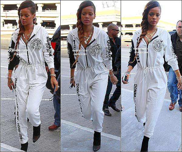 Le 03 Mars 2013 : La belle Robyn Rihanna Fenty à été photographiée à l'aéroport « LAX » à Los Angeles. Le compte Youtube de Rihanna nous fait une nouvelle fois découvrir une vidéo des préparatifs du « Diamonds World Tour ». Ici
