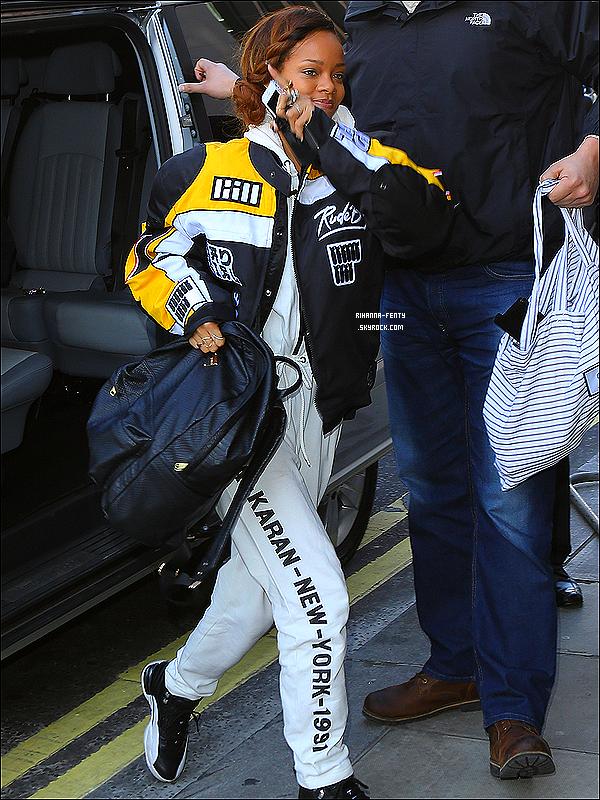 04 Mars 2013 : Rihanna Fenty est arrivé hier matin à Londres. Elle à été aperçue arrivant à son hôtel.