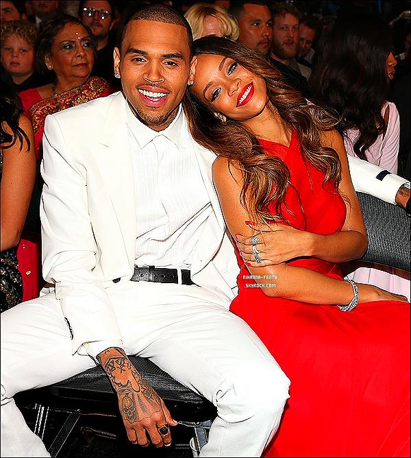 Chris Brown s'exprime au sujet de sa relation avec Rihanna. Chris Brown était aujourd'hui en direct à la radio invité du célèbre animateur Ryan Seacrest pour la sortie de son nouvel album. En plus de parler promo et d'annoncer que Rihanna figurera sur son prochain album, il s'est confié sur sa relation avec Rihanna et est également revenu sur son agression envers elle:   Il a d'abord révélé qu'il avait été nerveux quand au fait que Rihanna ne lui pardonne jamais son geste:   « J'ai juste fait de mon mieux pour être le meilleur homme que je pouvais être au fil des ans et juste lui montrer comment j'étais plein de remords et désolé pour cet incident. Cette période de ma vie était probablement la pire. Elle est une personne merveilleuse et je lui suis éternellement reconnaissant. »   Il assure que sa relation avec Rihanna est amusante et véritable:   « C'est toujours comme si nous étions des enfants. J'essaye de ne pas être trop âgé et être genre, « Allons dîner aux chandelles tous les soirs. », j'essaye de m'assurer que tout est amusant. Cela doit être amusant et cela doit être véritable »   Chris donne l'impression d'être très perspicace et mûr quand il considère ce qui a causé le fait qu'il a pris de mauvaises décisions dans sa vie, particulièrement son agression envers Rihanna.   « Je pourrais le mettre sur le compte de mon âge mais cela serait juste une excuse. Je pense pour moi qu'à 18, 19 ans j'étais capable d'écrire et de produire des chansons, donc je suis aussi capable de faire les bons choix. Donc je pense que c'est un processus d'apprentissage maintenant. À cet âge là je peux vous dire que j'étais arrogant et certainement impétueux. Tout le monde a un caractère, mais moi je ne savais pas le contrôler et je pensais que j'avais le monde dans mes mains. » Texte par Rihanna-Diva T