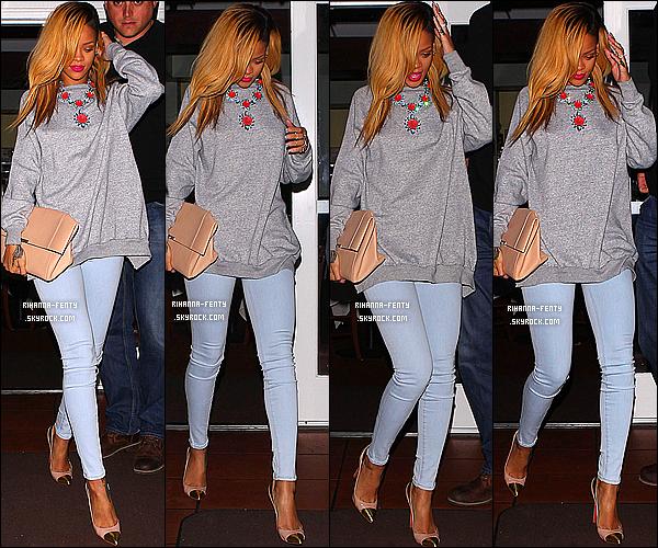 _ 19/05/13 : Rihanna Fenty a été photographié quittant le restaurant  « Giorgio Baldi » hier soir à Los Angeles.    Rihanna ne s'est pas rendue à la cérémonie des Billboard mais y a néanmoins remporté quatre awards. Bravo a notre Riri !  -