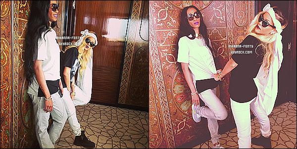 _ 25/05/2013 :  Rihanna s'est rendue en ville pour faire du shopping dans les boutiques à touristes à Rabat, Maroc. -