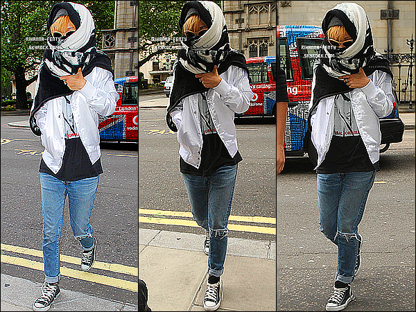 _ 14/06/13 :  Rihanna Fenty avec son foulard a la tête a été photographié alors qu'elle arrivait à son hôtel à Londres.  -