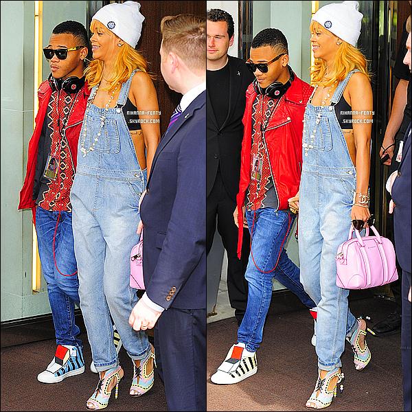 _ 17/06/13 : Rihanna a été aperçue aujourd'hui alors qu'elle quittait son hôtel londonien avec son petit frère Rajad.  -