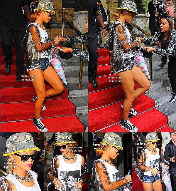 _ 26/06/2013 : Rihanna a été photographié alors qu'elle quittait son hôtel à Amsterdam, Pays-Bas avec Melisssa. -