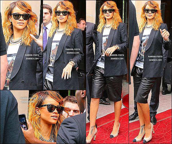 _ 03/07 : Riri a été vue alors qu'elle quittait son hôtel Parisien, pour se rendre à Berlin pour le Diamonds World Tour.  -