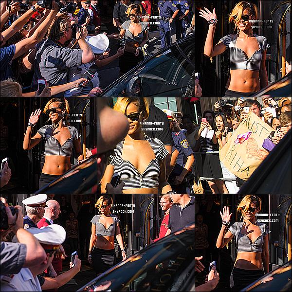 _ 10/07/2013 : Notre Rihanna Fenty toute couverte a été photographié à l'aéroport de Nice, pour direction Monaco.  -