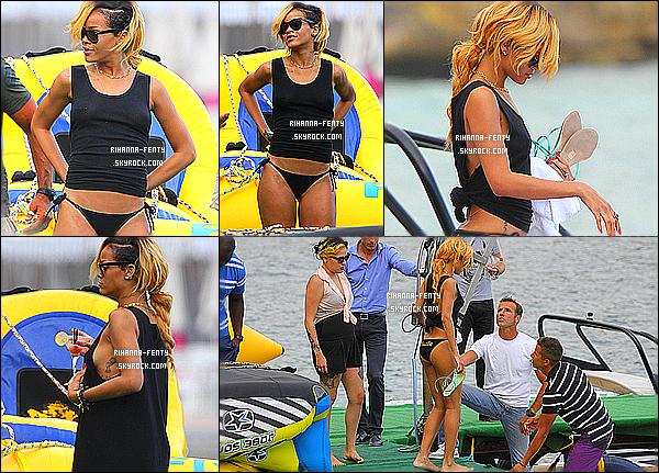 _ 11/07/2013 : Rihanna profite de son séjours, elle a été faire du parapente à Monte-Carlo à Monaco avec Jennifer.  -