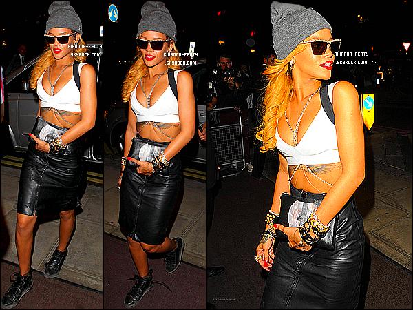 _ 14/07/2013 : Rihanna Fenty s'est rendue au  « Wireless Festival » afin de performer au côté de Jay-Z à Londres. -