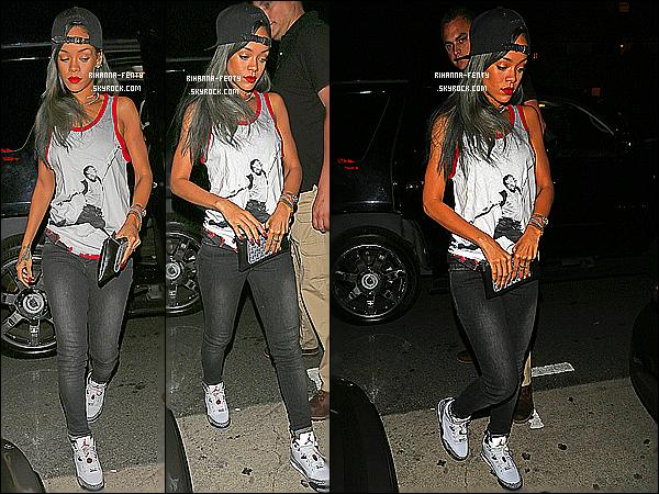 _ 30/07/13 : Rihanna a été aperçue arrivant à son restaurant favori, le « Giorgio Baldi » qui se situe à Los Angeles. -